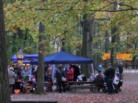 Bastelstand_im_Herbstwald